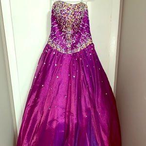 Dresses & Skirts - Quinceañera dress